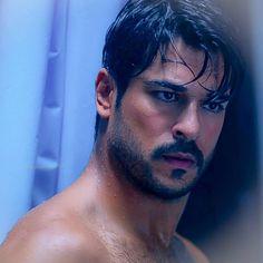 Burak ozcivit bedroom look Turkish Men, Turkish Beauty, Turkish Actors, Beautiful Men Faces, Gorgeous Men, Film Man, Kino Film, Head & Shoulders, Famous Men