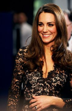 News and views on everyone's favourite future Queen Kate Middleton, aka the Duchess of Cambridge… Kate Middleton Stil, Kate Middleton Photos, Princesa Kate Middleton, Princess Kate, Princess Katherine, Princess Charlotte, Duke And Duchess, Duchess Of Cambridge, Prince William Et Kate