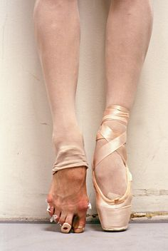 (Ballet feet, by SettingTheBarreBlog.com)
