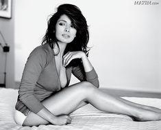 Vous souhaitez rencontrer Sarah Shahi ici présente et toute ses copines ? Et bien cliquez ici maintenant http://www.trendy-magazine.com/buzz/les-femmes-les-plus-sexy-selon-maxim/
