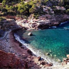 Oh the joy of having a whole beach to yourself! Pic by @mividaescircular #deia #caladeia #mallorca #mediterranean #paradise #travel #relax #spain by hotelsdotcom https://www.instagram.com/p/BAMgQ6blaGt/ via https://instagram.com/hotelspaschers