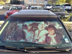 This Star Wars sunshade will have passers thinking they are peering into the cockpit of Han Solo's beloved Millennium Falcon. The shade includes not only Han Solo, but also Chewbacca, Luke Skywalker and Obi-Wan Kenobi. Star Wars, Geeks, Humour Geek, Tech Humor, Star Francaise, Photo Star, Millenium Falcon, E Mc2, The Force Is Strong