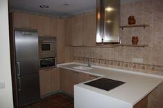 Cocina equipada con todo tipo de electrodomésticos: frigorífico, horno, microondas... www.elballito.com