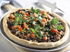 Tomato, Spinach and Black Bean Pizza - Half Cup Habit Vegan Bean Recipes, Black Bean Recipes, Healthy Dinner Recipes, Health Recipes, Entree Recipes, Pizza Recipes, Veggie Recipes, Cooking Recipes, Pulses Recipes