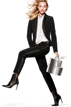 Dress up for the holidays in H&M. Shop blazers, black pants and crisp white shirts for the perfect holiday ensembles.