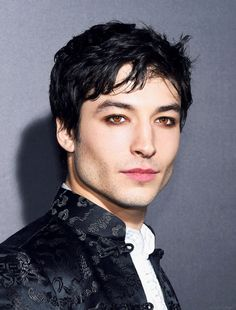 trendy ideas for wallpaper rosa choque Ezra Miller, Beautiful Men, Beautiful People, Drag King, Male Makeup, Good Looking Men, Look Cool, Belle Photo, Pretty Boys