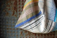 triangle sack, overshot weave | handwoven, small sack Loom Weaving, Hand Weaving, Woven Bags, Patch Quilt, Textile Art, Pouches, Blind, Fiber Art, Up