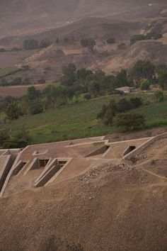 Gallery of Pachacamac House / Longhi Architects - 8 Green Architecture, Landscape Architecture, Landscape Design, Building Drawing, Desert Homes, Earth Homes, Building Exterior, Stone Houses, 21st Century