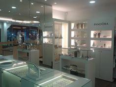 Esterella, Bijouterie en Mode-accessoires, Galerie Da Vinci Stationsstraat 58 - 46 3620 Lanaken