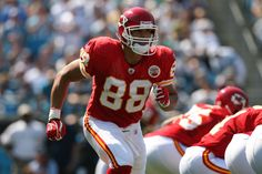 The best athletes who never won a title-Tony Gonzalez    Statistically speaking, Tony Gonzalez is the greatest tight end in NFL history. He was the first tight end to catch more than 1,000 passes, and has the most career touchdown receptions as a tight end with 111. Despite being selected to 14 Pro Bowls and 10 All-Pro teams, Gonzalez never played in a Super Bowl