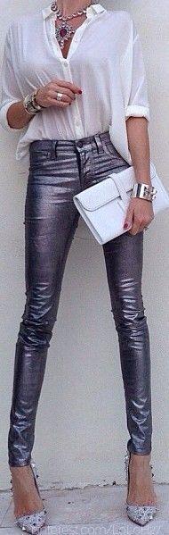 Street 'CHIC Casual with style and always skinny jeans with a dash of chic (silver metallic jeans) Metallic Jeans, Silver Jeans, Look Fashion, Womens Fashion, Fashion Trends, Fall Fashion, Mode Simple, Trendy Dresses, Dresses 2013