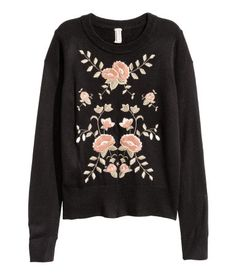 Black/embroidery. Long-sleeved sweater in a soft, fine knit with embroidery at front and ribbing at cuffs and hem.