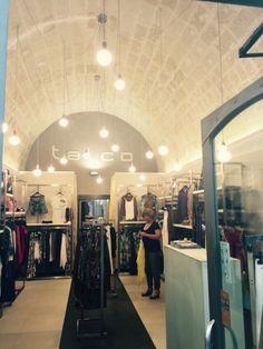 L 39 esaltazione del soffitto a volta con illuminazione for Illuminazione negozi