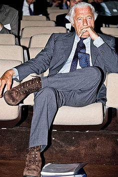 men outfits - Gianni Agnelli The Last King of Italy Gentleman Mode, Gentleman Style, Vintage Gentleman, Italian Men, Italian Style, Classic Italian, King Of Italy, Gianni Agnelli, Bloom Fashion