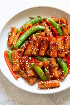 Stir Fried Spicy Rice Cakes Asian Recipes, Healthy Recipes, Delicious Recipes, Asian Foods, Chinese Recipes, Vegetarian Recipes, Healthy Food, Cooking Recipes, Rice Cakes Healthy