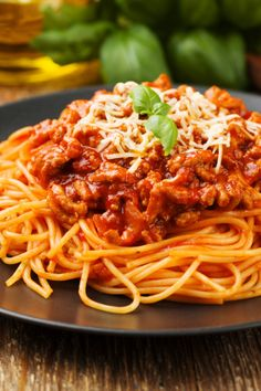 Spaghetti Bolognese Sauce with Parmesan Beste Bolognese, Best Bolognese Sauce, Homemade Bolognese Sauce, Slow Cooker Bolognese Sauce, Bolognese Recipe, Easy Spaghetti Bolognese, Best Spaghetti, Baked Spaghetti Squash, Spaghetti Recipes