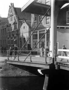 NLD-411015-AMSTERDAM: Het ophaalbruggetje in de Staalstraat hoek groenburgwal in het centrum van Amsterdam. ANPFOTO/Anp. 15-10-1941