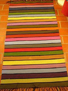 Käsityö- ja kudontapiiri – Recycled Fabric, Woven Rug, Beach Mat, Needlework, Diy And Crafts, Recycling, Outdoor Blanket, Weaving, Rugs
