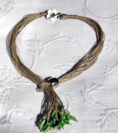 collar lino,resina plateada tubits verdes madera  lino,resina plateada,madera verde engarzado,anudado