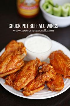 Recipe: Easy Crock Pot Buffalo Wings - See Vanessa Craft Crock Pot Slow Cooker, Crock Pot Cooking, Slow Cooker Recipes, Crockpot Recipes, Cooking Recipes, Thai Recipes, Crockpot Dishes, Burger Recipes, Cooking Ideas