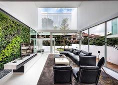 In Singapore staat wel een heel bijzonder glazen huis - Roomed | roomed.nl