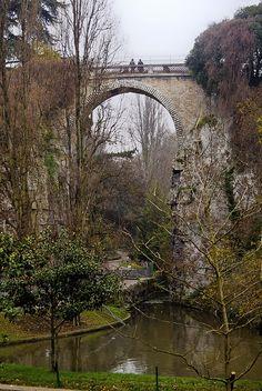 Parc des Buttes Chaumont, Paris XIX  - Le Pont de Briques