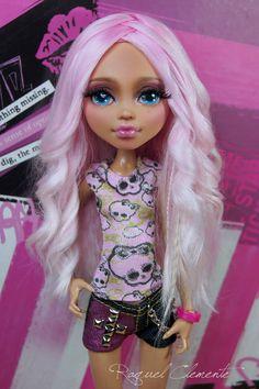 """OOAK / Face up Monter High Howleen """"Rose"""" love her she looks great! Custom Monster High Dolls, Monster High Repaint, Monster Dolls, Custom Dolls, Pretty Dolls, Beautiful Dolls, Ooak Dolls, Barbie Dolls, Howleen Wolf"""