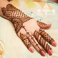Bridal Mehndi on Hands http://www.maharaniweddings.com/gallery/photo/88676