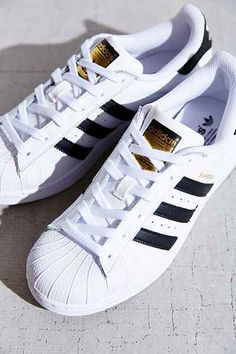 Urban Outfitters. (N/A) .Adidas Originals Superstar Womens Sneaker. Urban Outfitters [online] Available at: http://www.urbanoutfitters.com/urban/catalog/productdetail.jsp?id=33820143&parentid=W_NEWARRIVALS&cm_mmc=Social-_-PIN-_-1292015-_-adidasssuperstar&crlt.pid=camp.omqS9kuXUfrF#/ [Last Accessed: 25/04/15]