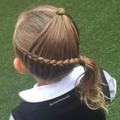 """Thought this was a cute style for school. A side arrowhead! Im confident to say the arrowhead braid originated with @hair4myprincess ❤️ Thanks to all…"""