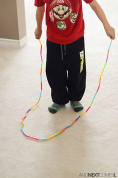 How to make an easy DIY skipping rope for kids using dollar store straws. A perfect fine motor craft for toddlers, preschoolers, or kids of any age! 1st Grade Activities, Stem Activities, Rope Crafts, Fun Crafts, Drinking Straw Crafts, Diy For Kids, Crafts For Kids, Diy Straw, How To Make Rope