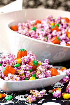 "Get in the Halloween spirit with Purple People Eater Party Popcorn! The Purple People Eater may not eat people because they're ""so tough,"" but he would definitely chow down on this easy Halloween dessert recipe. Halloween Popcorn, Halloween Goodies, Halloween Snacks, Diy Halloween, Happy Halloween, Fall Snacks, Halloween Clothes, Purple Halloween, Halloween Baking"