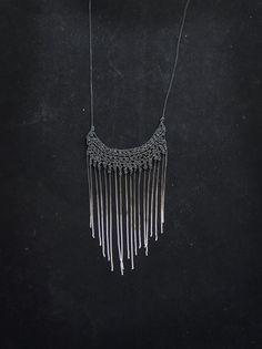 finge collana argento ossidato uncinetto collana di PetiteMortShop