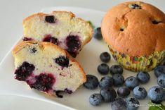 briose pufoase cu afine sau alte fructe de padure reteta pas cu pas Muffin, Breakfast, Food, Morning Coffee, Essen, Muffins, Meals, Cupcakes, Yemek