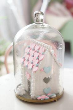 Kodin Kuvalehti – Blogit | Ruususuu ja Huvikumpu – Tee itse talven paras huulirasva Snow Globes, Home Decor, Decoration Home, Room Decor, Interior Decorating