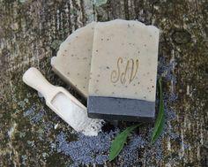 Marocký+jíl-+jemné+peelingové+mýdlo+Receptura+tohoto+mýdla+je+sestavena+pro+citlivou,+problematickou+a+aknónzní+pokožku.+Marocký+jíl+Rhassoul+obsahuje+vysoké+procento+tělu+prospěšných+minerálů+(hořčík,+oxid+křemičitý,+draslík,+vápník),+které+dodávají+pokožku+patřičnou+výživu.+Je+jemný,+váže+na+sebe+nečistoty,+stahuje+póry,+balancuje+tvorbu+kožního+mazu+a... Bath Products, Handmade Soaps, Bath Salts, Bath Bombs, Artisan, Soap, Bath Scrub, Craftsman, Bath Soak