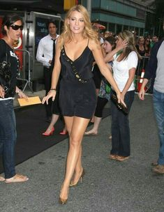 Blake Lively Blake Lively Ryan Reynolds, Blake And Ryan, Blake Lively Family, Blake Lively Style, Gossip Girl, Blake Lovely, Vetement Fashion, Sexy Legs And Heels, Classy Women