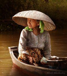Muse indonésienne #beauté #femme #pensive