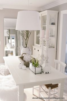 Hello everyone, on this more or less gray sun .- Hallo alle zusammen, an diesem mehr oder weniger grauen Sonntag. Ich muss gesteh… Hello everyone, on this more or less gray Sunday. I have to admit that, despite bad weather (exception last … - Home Living Room, Interior Design Living Room, Living Room Decor, Dining Room, Style Deco, White Rooms, White Decor, Room Colors, Shabby Chic Decor