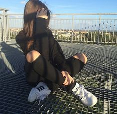 Find images and videos about girl, fashion and style on We Heart It - the app to get lost in what you love. Girl Photography Poses, Tumblr Photography, Applis Photo, Foto Casual, Instagram Pose, Disney Instagram, Looks Black, Insta Photo Ideas, Ulzzang Girl