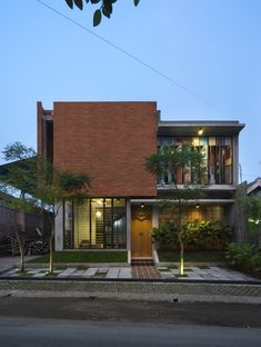 Image 6 of 22 from gallery of Graha Lakon / Andyrahman Architect. Photograph by Mansyur Hasan Tropical Architecture, Brick Architecture, Residential Architecture, Contemporary Architecture, Contemporary Landscape, Interior Architecture, Tropical House Design, Tropical Houses, Modern House Design