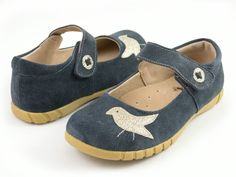 Pio Pio! says the little bird in Spanish! Your little bird will chirp joyfully in these precious Mary Jane's –our sweetheart of a shoe.  Sweet details include a cut-out button shape in leather.