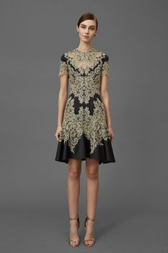 See the complete Marchesa Pre-Fall 2016 collection.