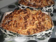 Plum cake de arándanos con crujiente de piñones, sésamo y canela