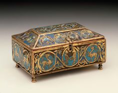 Casket with Beast and Scrolls. England ca 1150-1175. Champlevé enamel and gilding on copper. Boston Museum of Arts.
