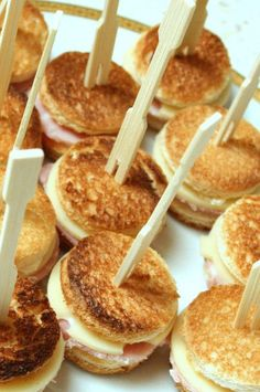 Croque Apero: For 16 mini croques: 8 slices bread, 3 trs. Comida Picnic, Fingers Food, Salty Foods, Tasty, Yummy Food, Snacks Für Party, Mini Foods, Appetisers, Food Inspiration