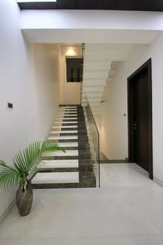 Stair Railing Design, Home Stairs Design, Interior Stairs, Interior Exterior, House Design, Stair Art, Stair Walls, House Architecture Styles, Stairway Decorating