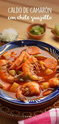 This shrimp broth with chile guajillo is one of the best I've eaten in my life, so I share this delicious recipe, it's very simple to make, you will love it. Fish Recipes, Seafood Recipes, Mexican Food Recipes, Soup Recipes, Cooking Recipes, Healthy Recipes, Sopa Detox, Chile Guajillo, Mexico Food