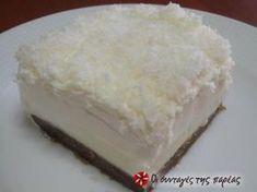 Ένα γλυκό πανεύκολο, άσπρο (εξ ού και το ονομά του), δροσερό, κατάλληλο για όλες τις ώρες και τις περιστάσεις!!! Το φτιάχνει η μαμά μου και το λατρεύω!!! Greek Sweets, Greek Desserts, Greek Recipes, Desert Recipes, Easy Desserts, Greek Cake, Fridge Cake, Easy Sweets, Chocolate Sweets