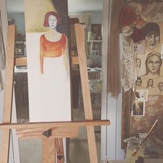 Just getting started on a tall girl portrait ☺️ I moved her easel so she was in front of the full-length mirror. Then I could use my own arm and hand as a reference for placement and proportion. Mixed media on canvas 8x24. I love this unusual canvas size. Happy Saturday friends ☺️ She'll be available in the Holiday Auction next month.